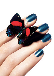 Chanel-Le-Vernis-Nail-Colour-in-667-Bel-Argus_press-kit-image_summer-2013_photography-Richard-Burbridge