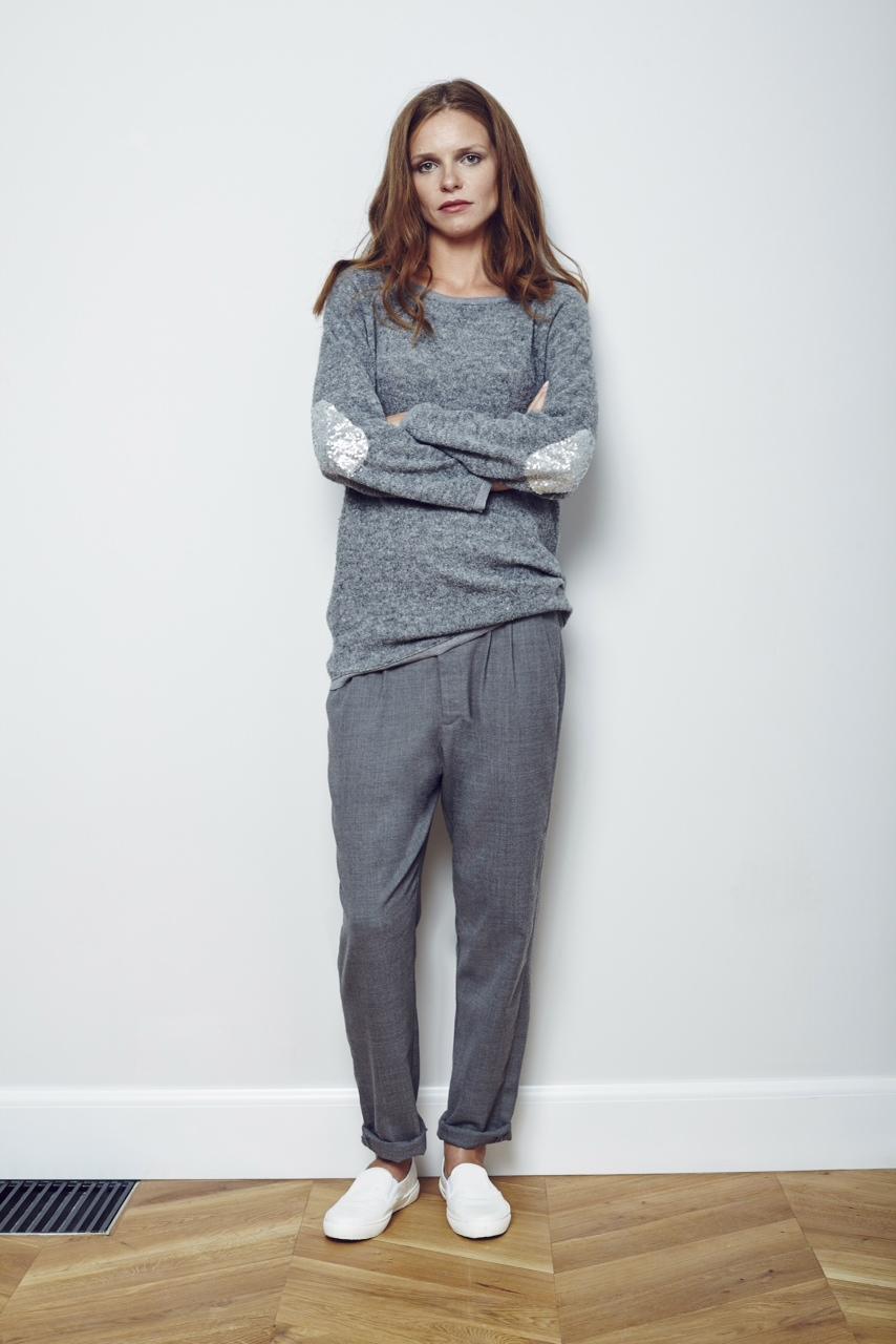BESS - sweter z cekinowymi łatami 380 zl