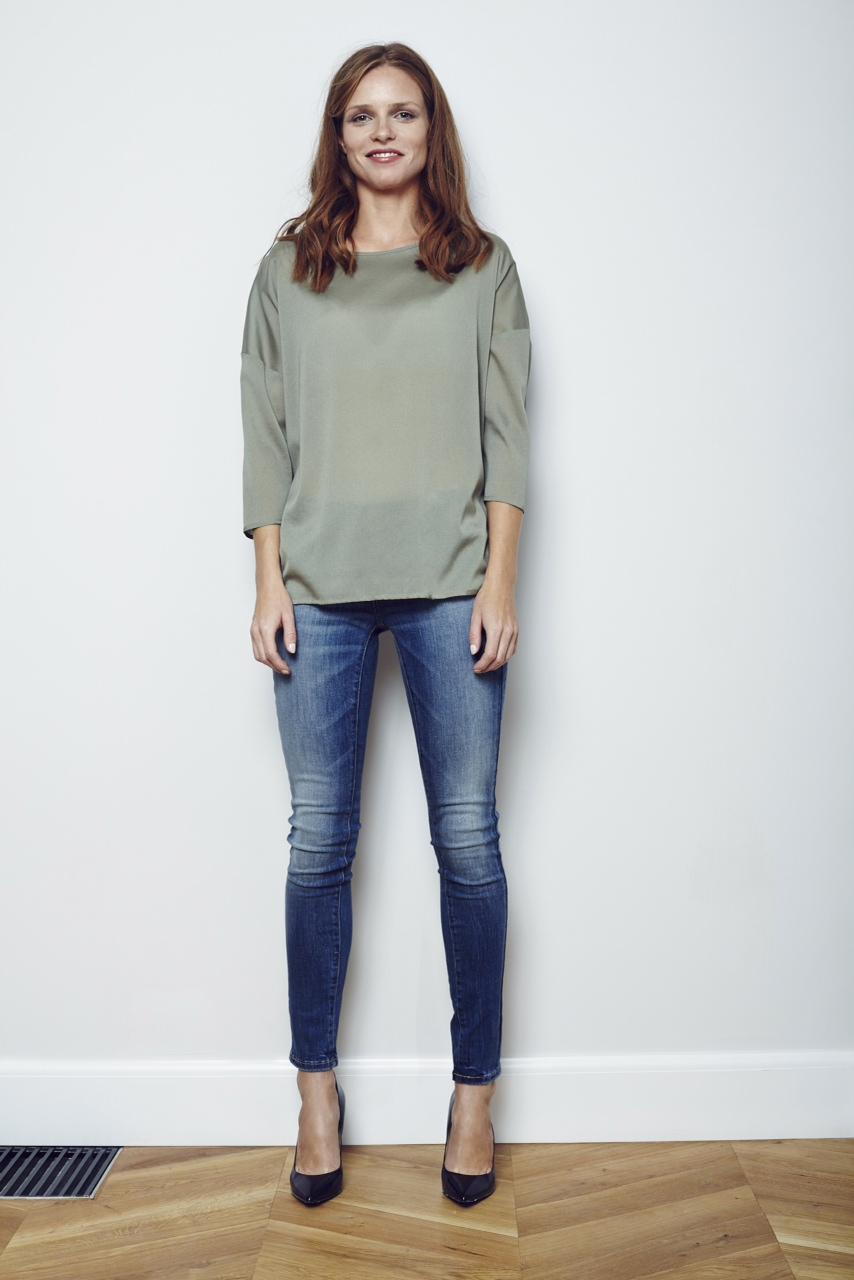LORIE - bluzeczka z guziczkiem na plecach 320 zl